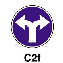 C02f - Přikázaný směr jízdy vlevo a vpravo