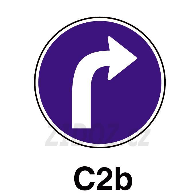 C02b - Přikázaný směr jízdy vpravo