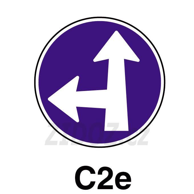 C02e - Přikázaný směr jízdy přímo a vlevo