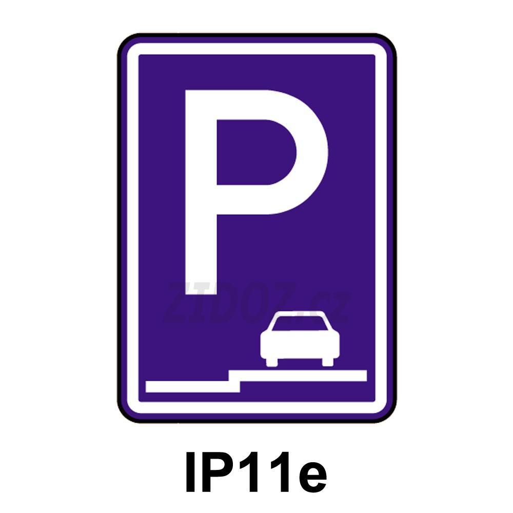 IP11e - Parkoviště (stání na chodníku podélné)